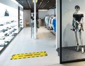 Houd 1,5 meter afstand - Vloervinyl - 150x25cm afbeelding 1