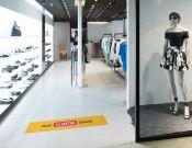 Keep 1,5 meter distance - Vloersticker - 150x25cm  afbeelding 2